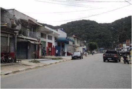 Figura 20. Avenida principal de Vila Nova, com pavimentação e acesso  ao ponto final de ônibus.