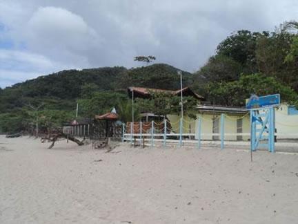 Figura 64. Estabelecimentos voltados para o turismo na beira-mar da Prainha Branca.