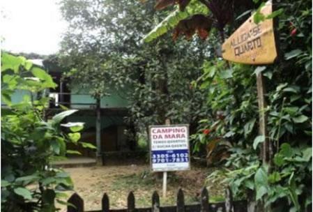 Figura 26. Casa de moradores locais que oferecem quartos para turistas  e área para camping.