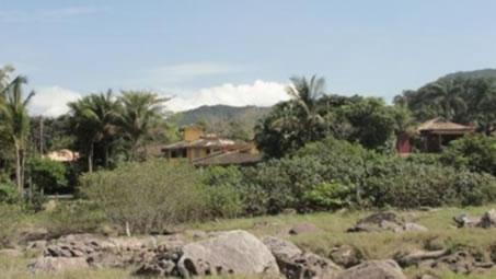 Figura 06. Construções na área de Floresta Ombrófila de Terras Baixas (Restinga Alta e Baixa) no Loteamento Iporanga.