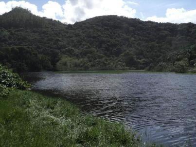 Figura 27. Lagoa localizada no canto norte da Prainha Branca, que recebe grande parte dos efluentes domésticos sem tratamento.