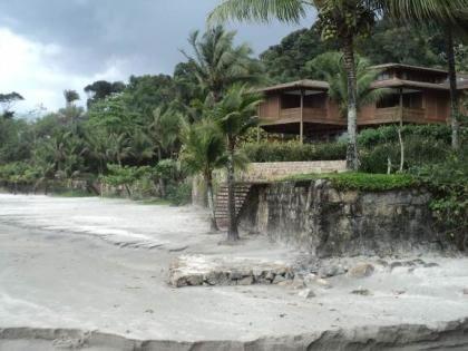 Figura 13. Residências de alto padrão próximas à praia no Loteamento Tijucopava.