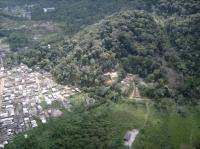 Fotografia 10: Ocupação de encostas, na localidade conhecida como Barreira do João Guarda, Fonte: Polícia Militar do Estado de São Paulo - Comando de Policiamento do Interior - 6
